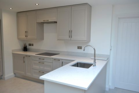 L-shaped sink and hob run